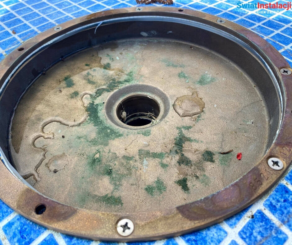 Wyciek wody w basenie - przeciek24.com - Świat Instalacji